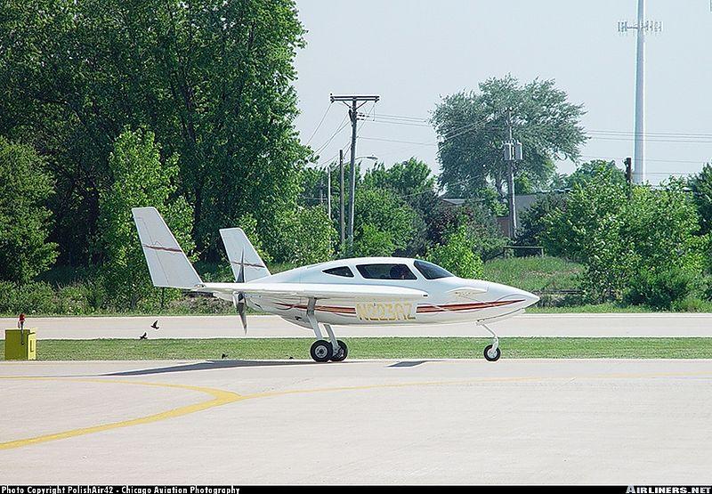 File:N223az airport.jpg